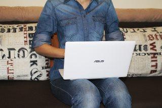 laptop-auf-dem-schoss-impotent