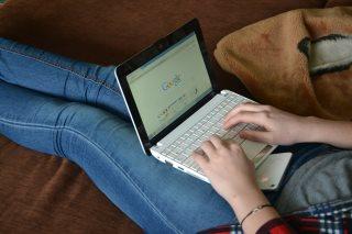 laptop-auf-dem-schoss-schwangerschaft